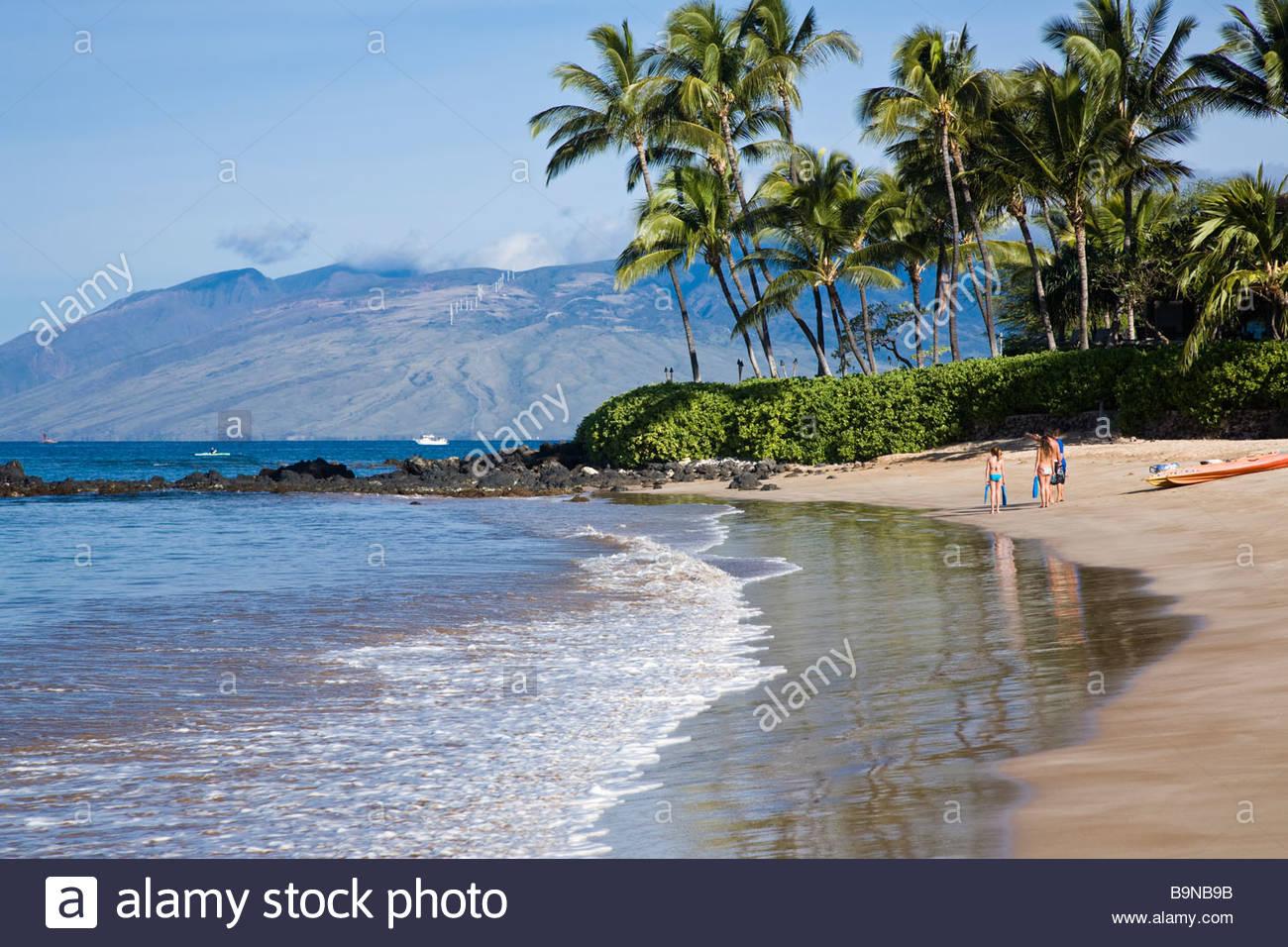 palauea-beach-with-the-west-maui-mountai