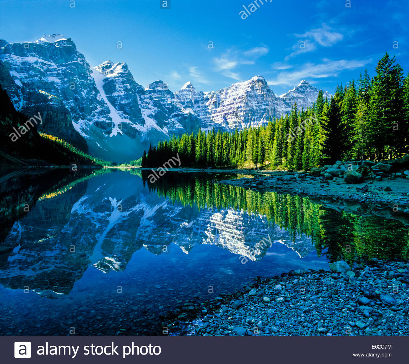 moraine-lake-in-the-valley-of-the-ten-pe