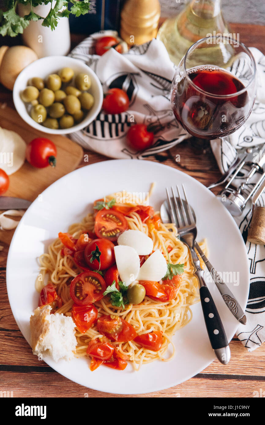 Spaghetti with bread, tomatoes and wine - Stock Image
