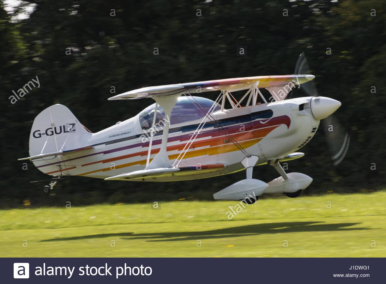 Biplane Christen Eagle II registration G-GULZ landing at Stoke Golding airfield - Stock-Bilder
