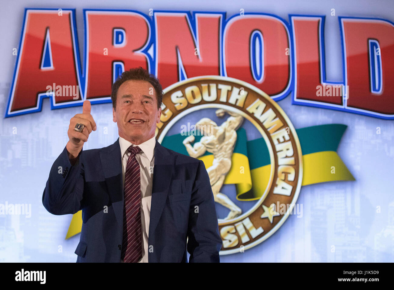 US actor and body builder Arnold Schwarzenegger smiles during a press conference to present the Brazilian edition - Stock-Bilder
