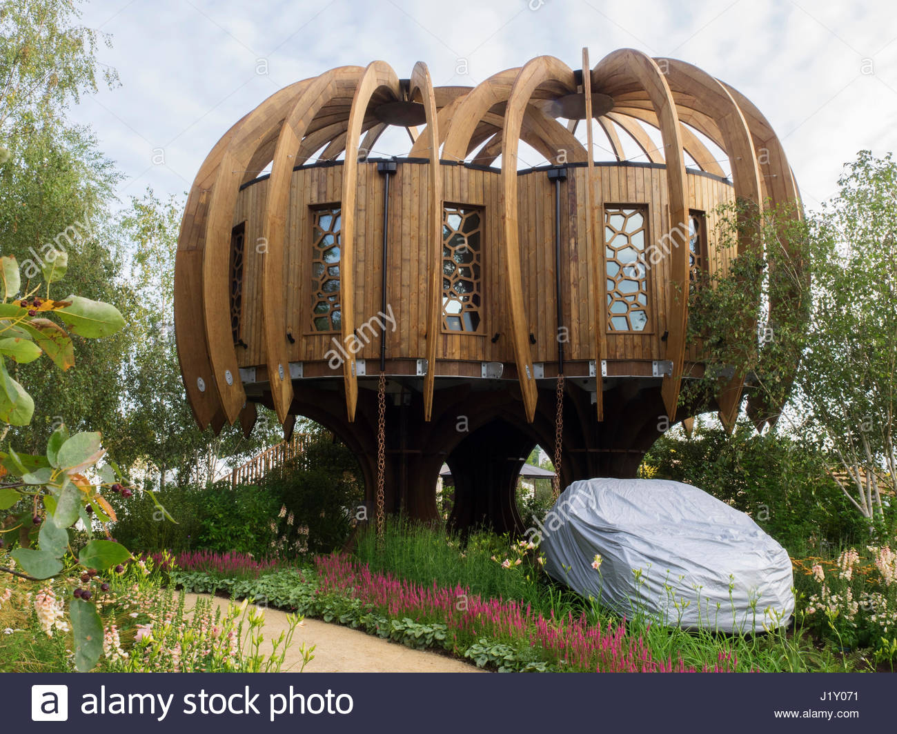QUIET MARK TREEHOUSE AND GARDEN BY JOHN LEWIS DESIGNED BY DAVID DOMONEY - Stock Image