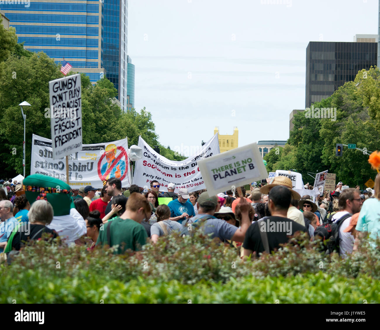 Sacramento, California, USA. 22nd Apr, 2017. People in Sacramento carrying signs and chanting slogans during the - Stock Image