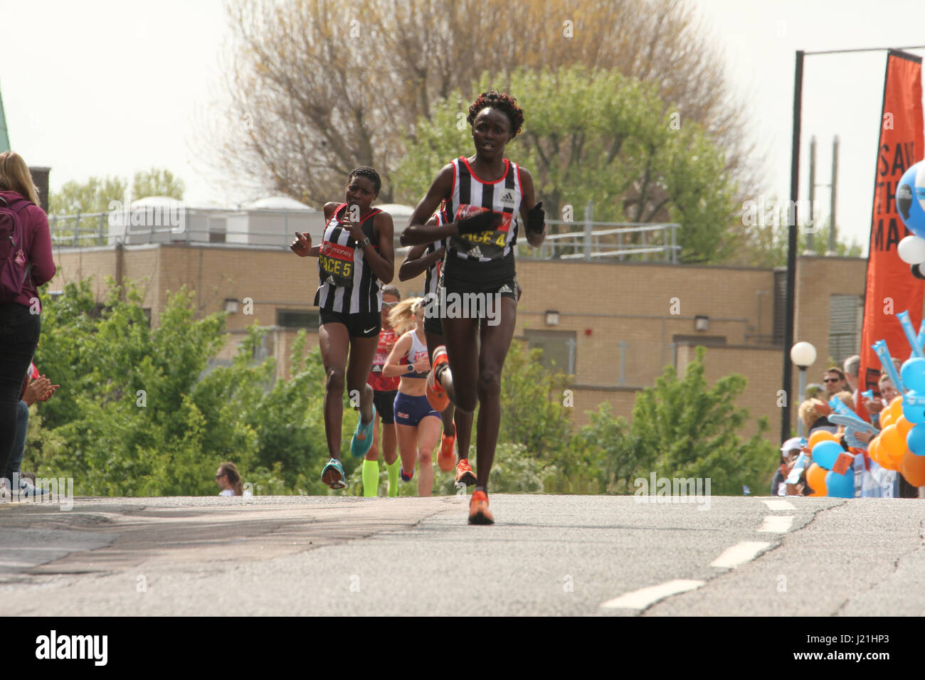 London, UK. 23rd Apr, 2017.  Pace runners race past the 17 mile mark at Madchutte during the 37th London Marathon - Stock Image