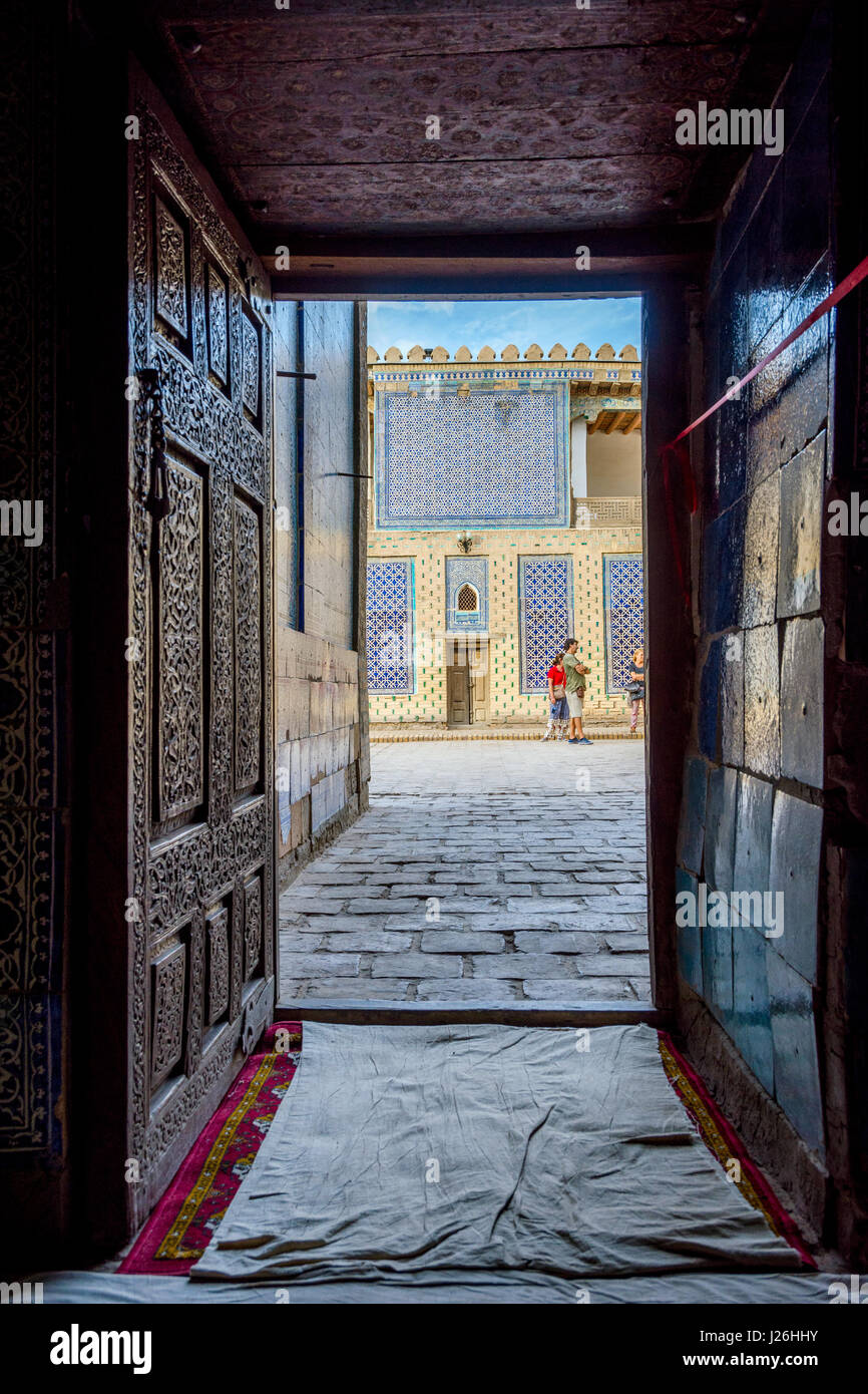 Ancient wooden door entrance street stock photos ancient for Entrance to rivet city