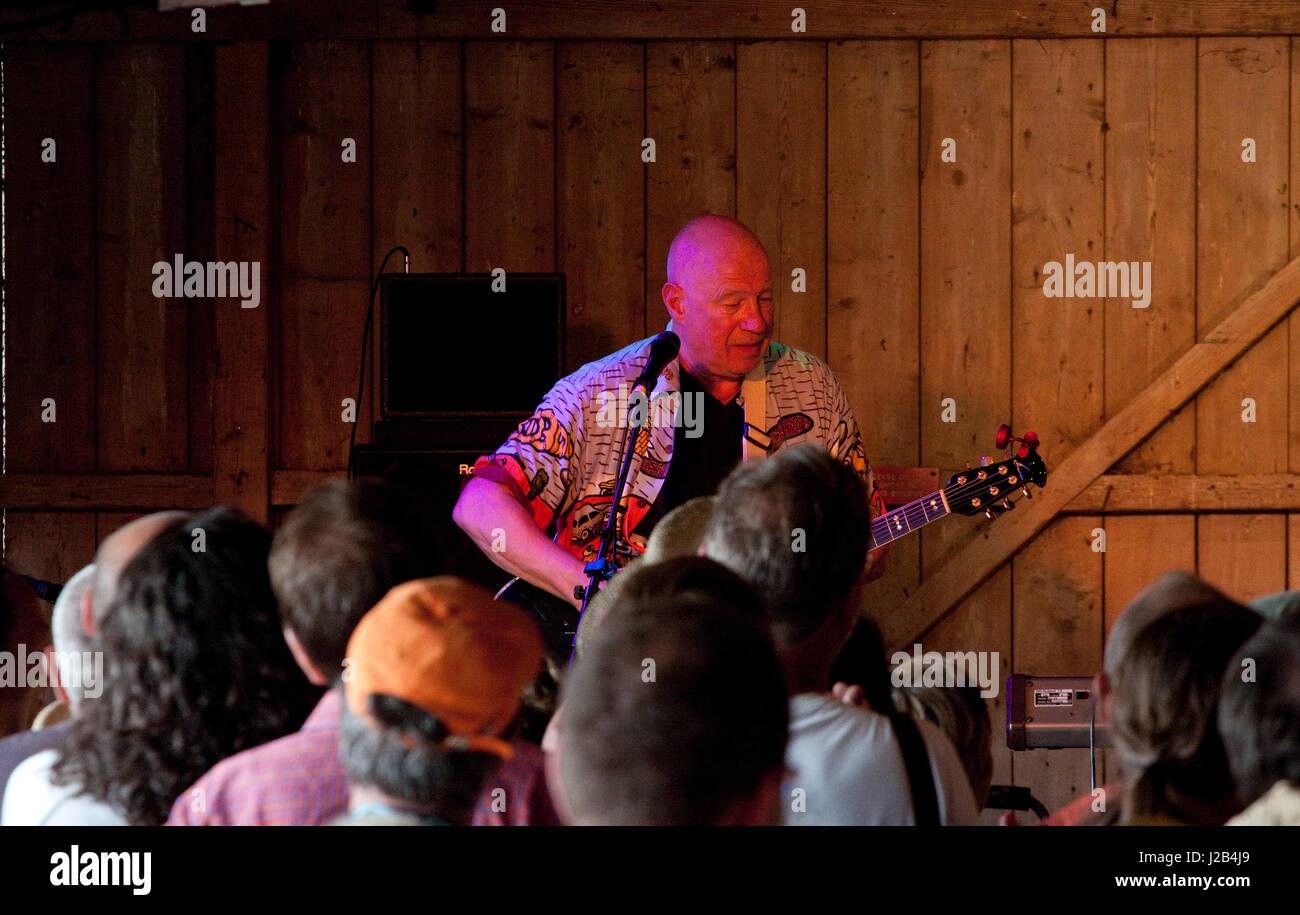 Ex-Bonzo Neil Innes performing solo at the Maverick music festival - Stock Image