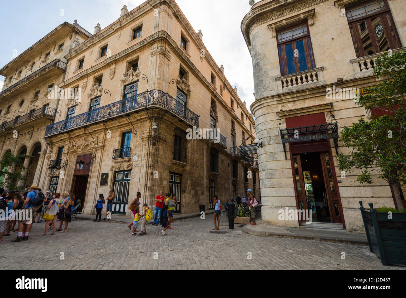 Cuba. Havana. Old Havana. Tourists and locals mix on the cobbled streets. - Stock-Bilder