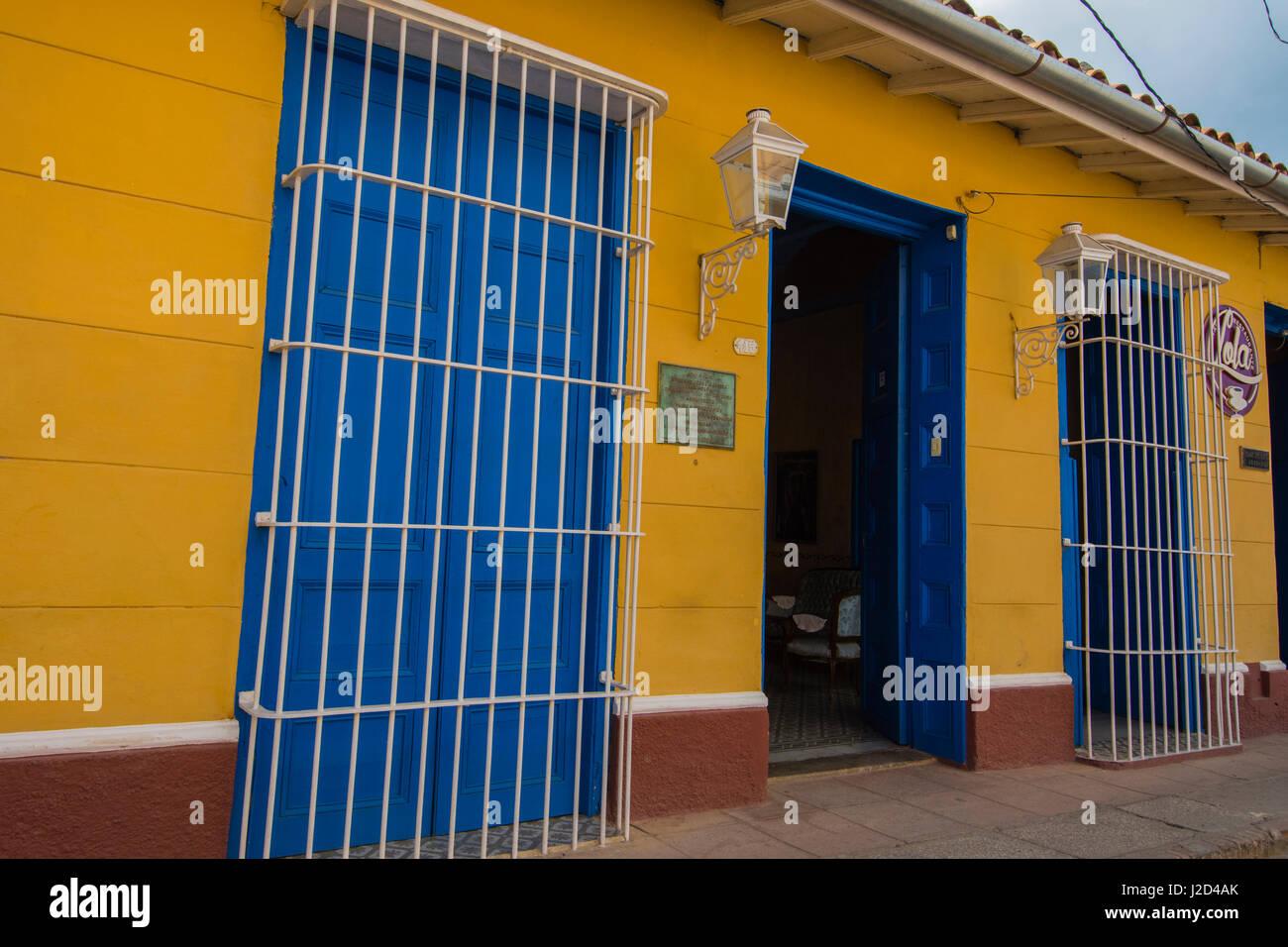 Cuba, Sancti Spiritus Province, Trinidad. Brightly painted houses line the streets of colonial Trinidad. - Stock-Bilder