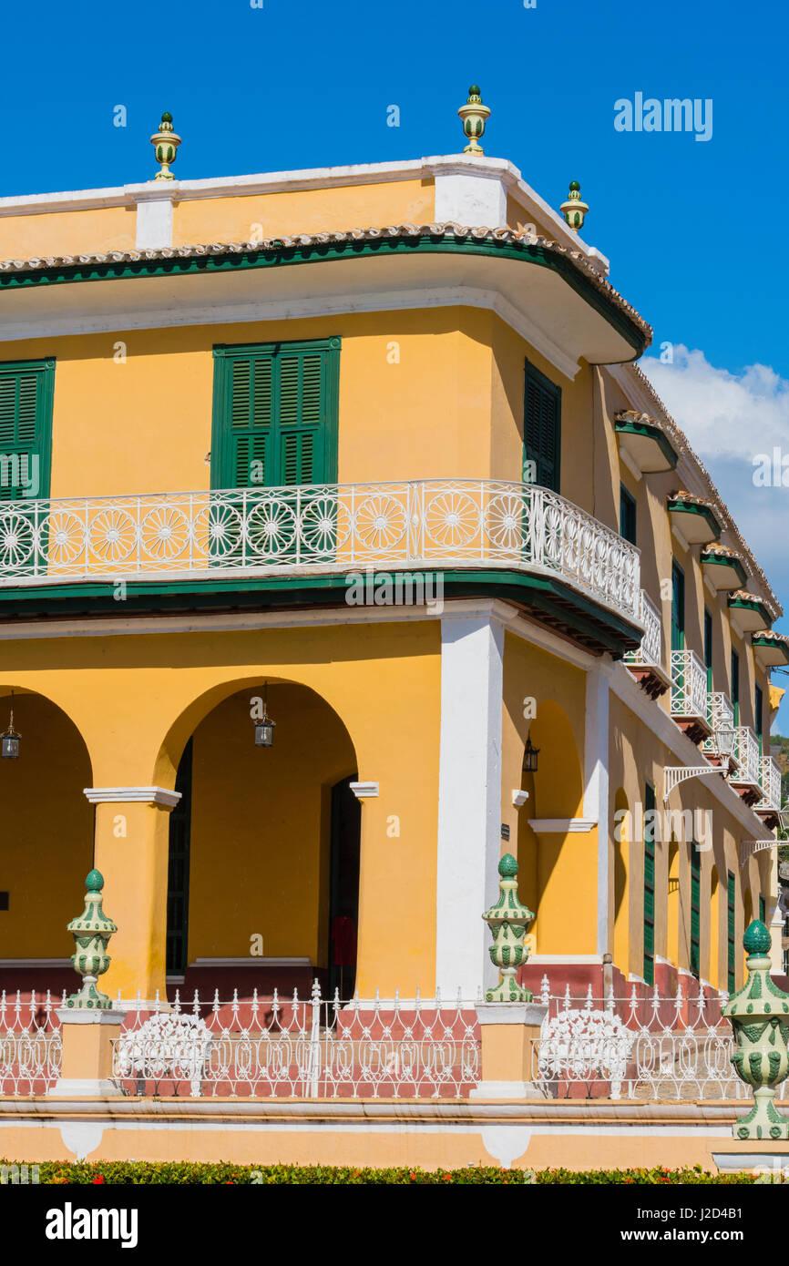 Cuba, Sancti Spiritus Province, Trinidad. Ornate buildings line the plaza. - Stock-Bilder