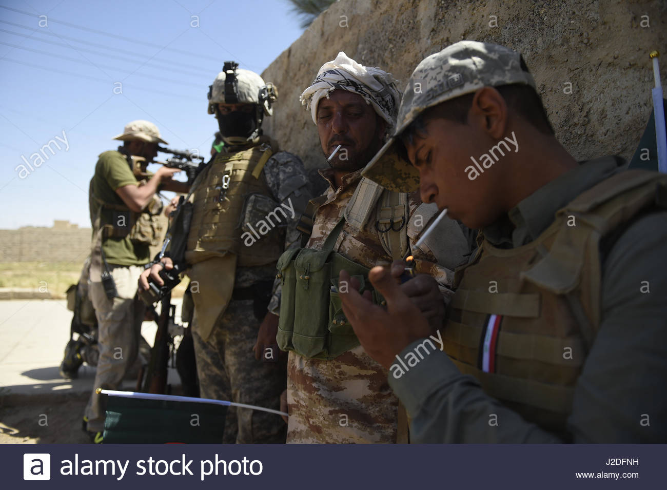 Hatra, Iraq. 27th Apr, 2017. Fighters take a rest as the Popular Mobilisation paramilitary forces managed to retake - Stock Image