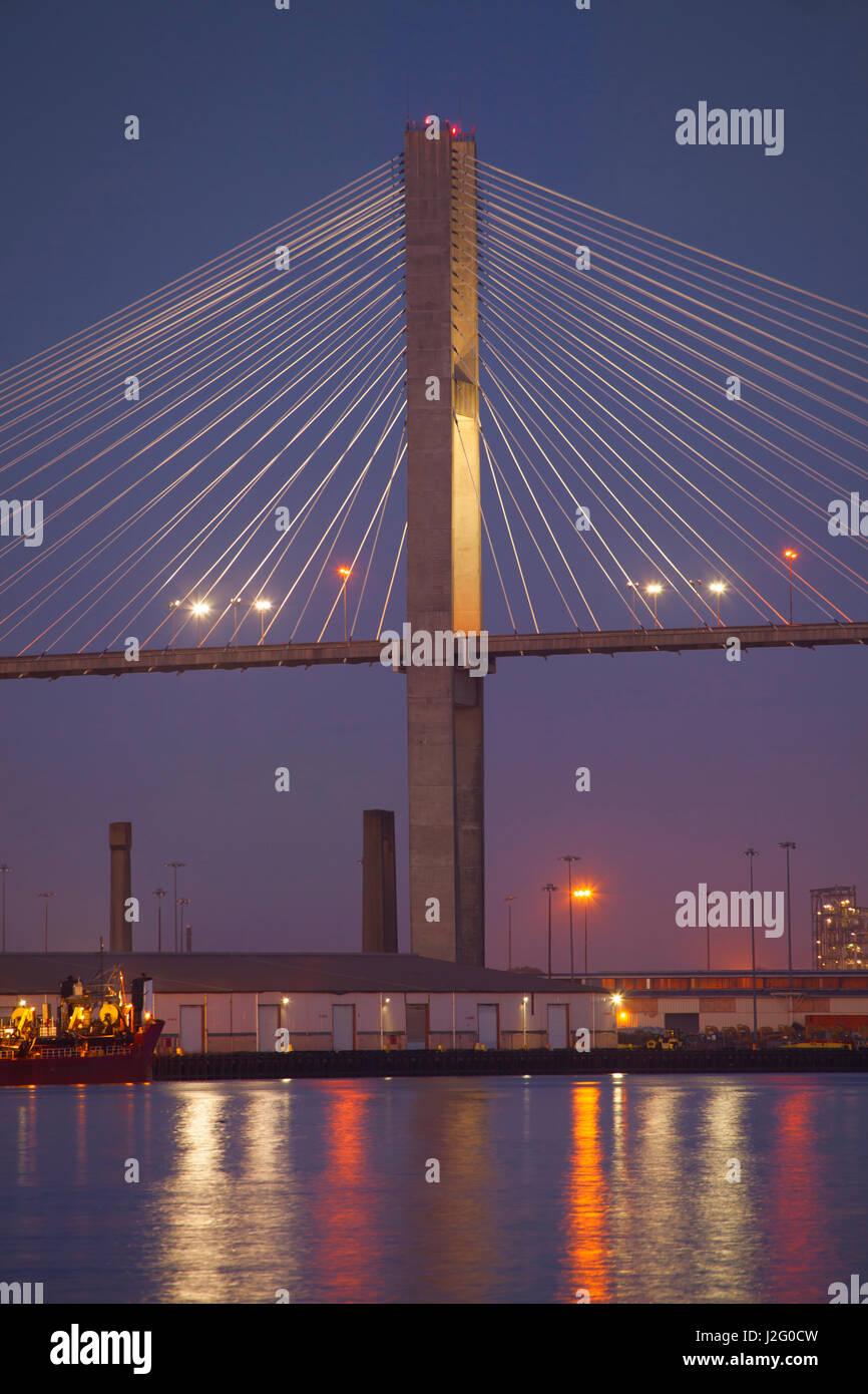 USA, Georgia, Savannah, Span of the Talmadge Memorial Bridge - Stock-Bilder