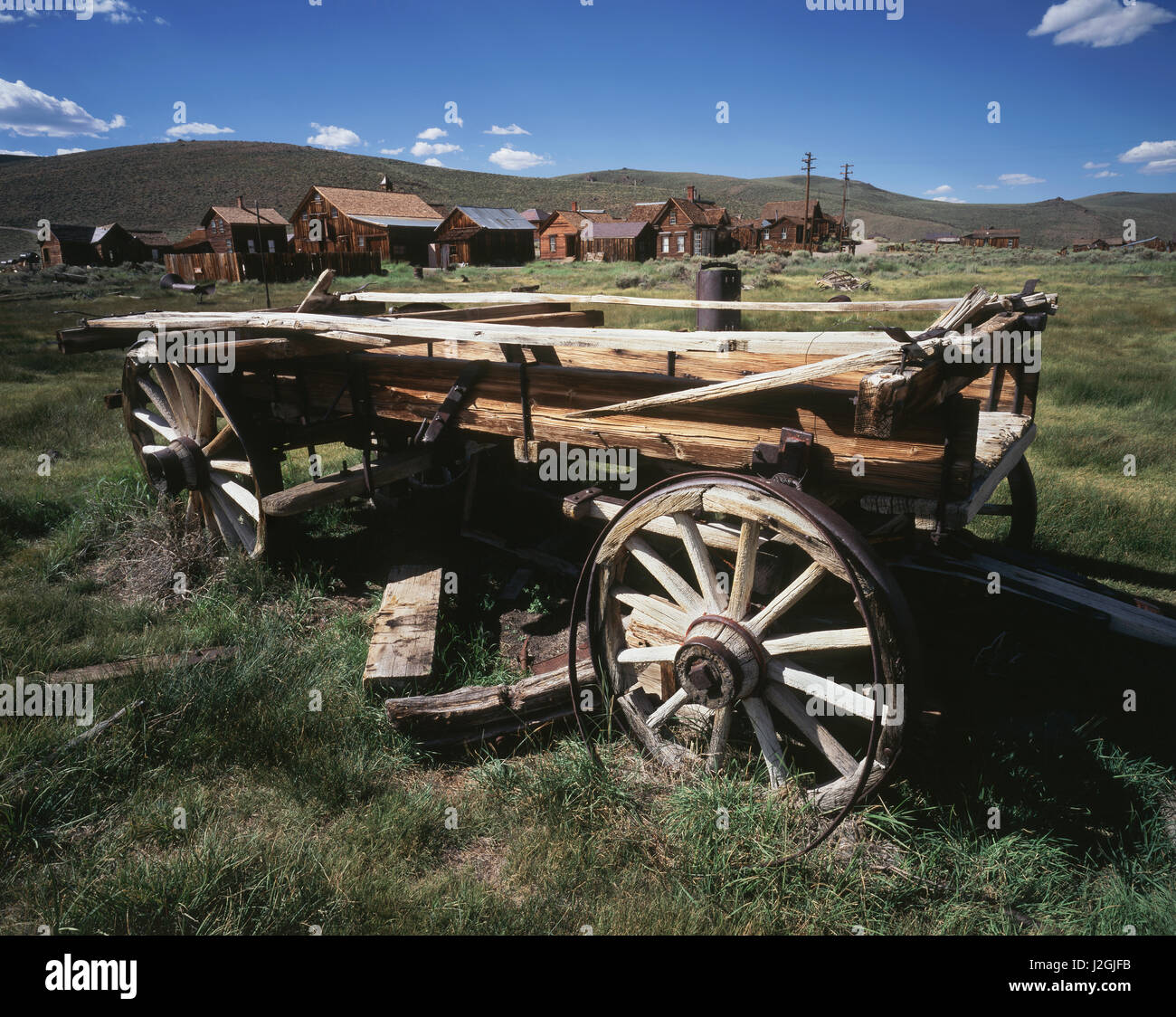 USA, California, Bodie State Historic Park, An old wagon and buildings in a western ghost town. (Large format sizes - Stock-Bilder
