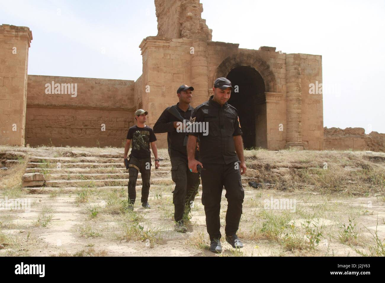 Baghdad, Iraq. 28th Apr, 2017. Iraqi paramilitary soldiers patrol at the ancient Hatra city in the south of Nineveh - Stock Image