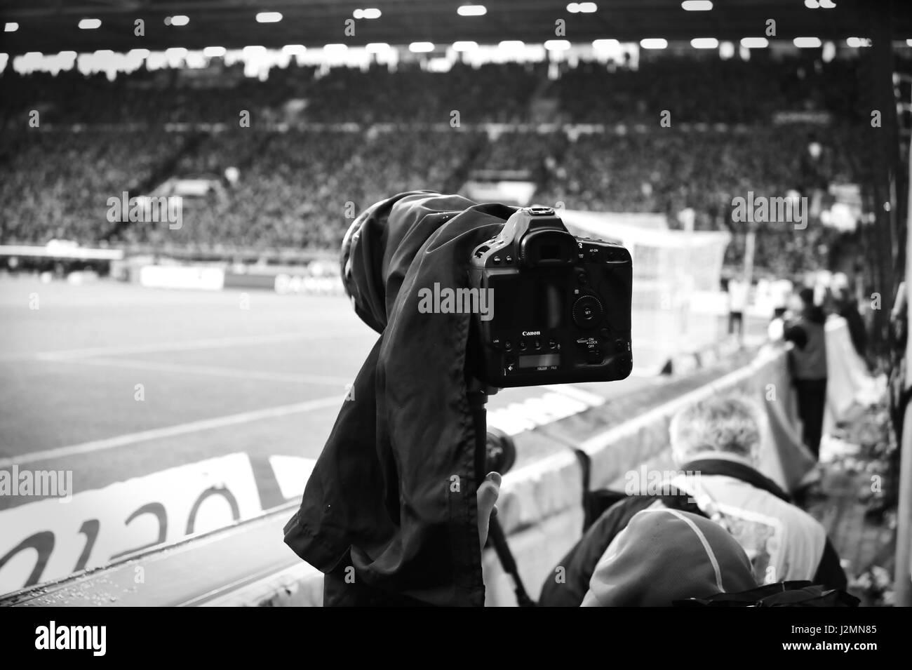 Photographers at work, Millerntor Stadion, Hamburg, Germany - Stock-Bilder