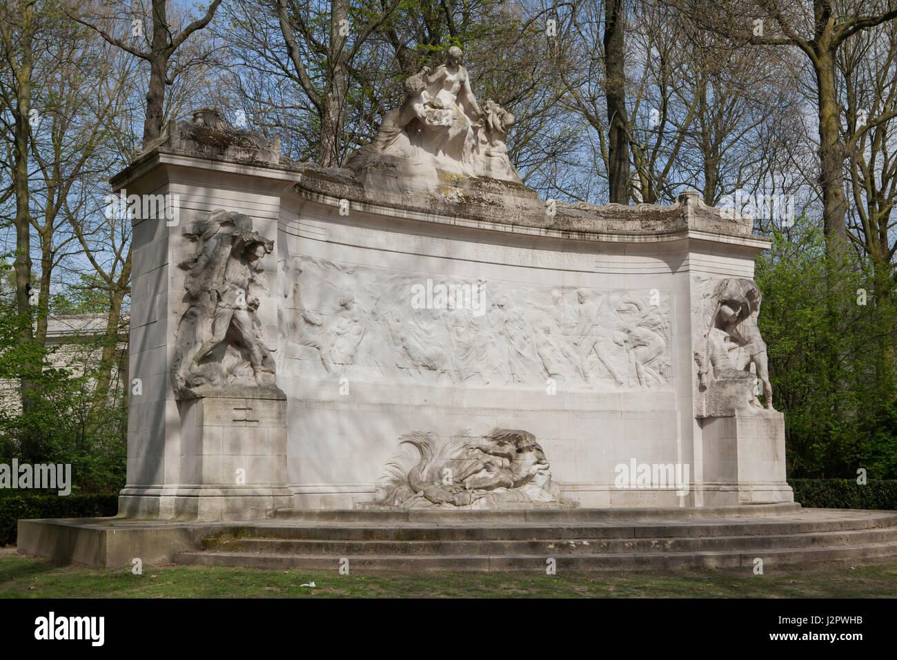 Monument to the Fallen Pioneers of Belgian Congo (Monument aux pionniers belges au Congo) by Belgian sculptor Thomas - Stock-Bilder