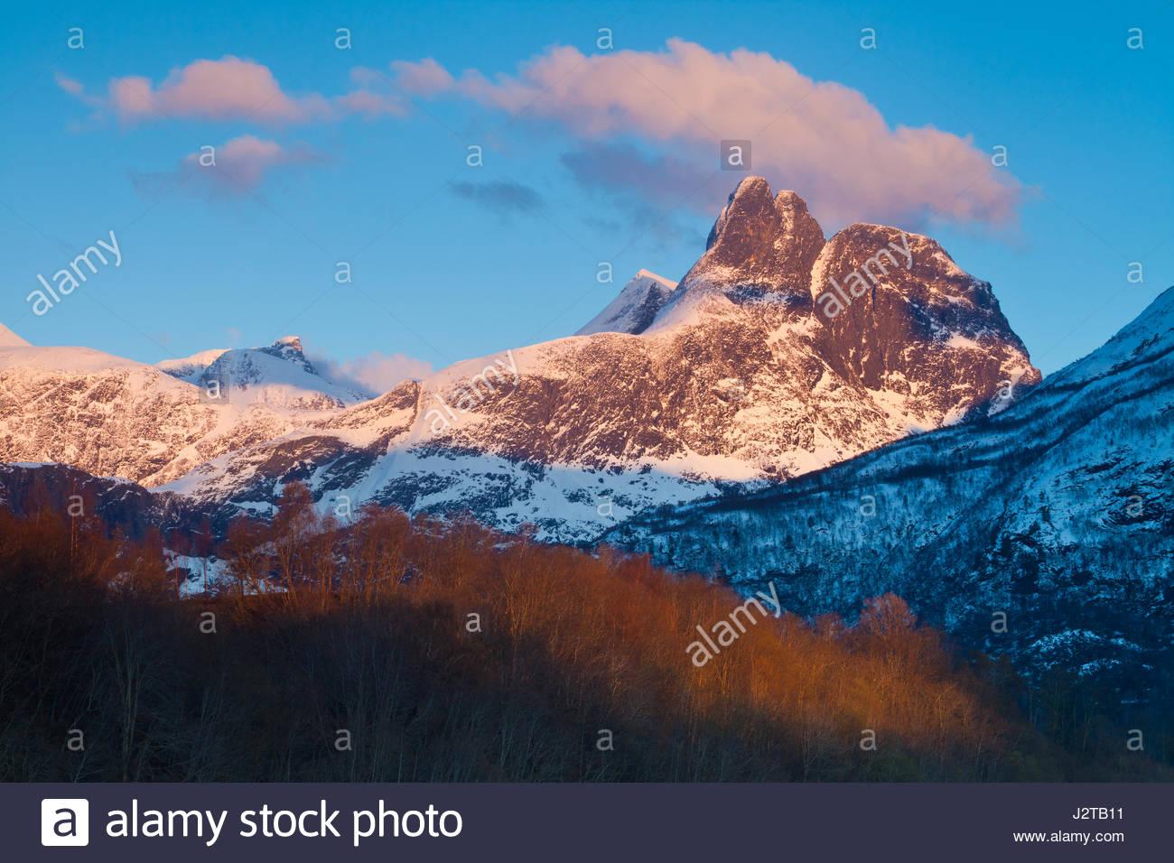 Romsdalen valley, Møre og Romsdal, Norway, 30th Apr, 2017. Last evening light on the mountain Romsdalshorn, - Stock-Bilder