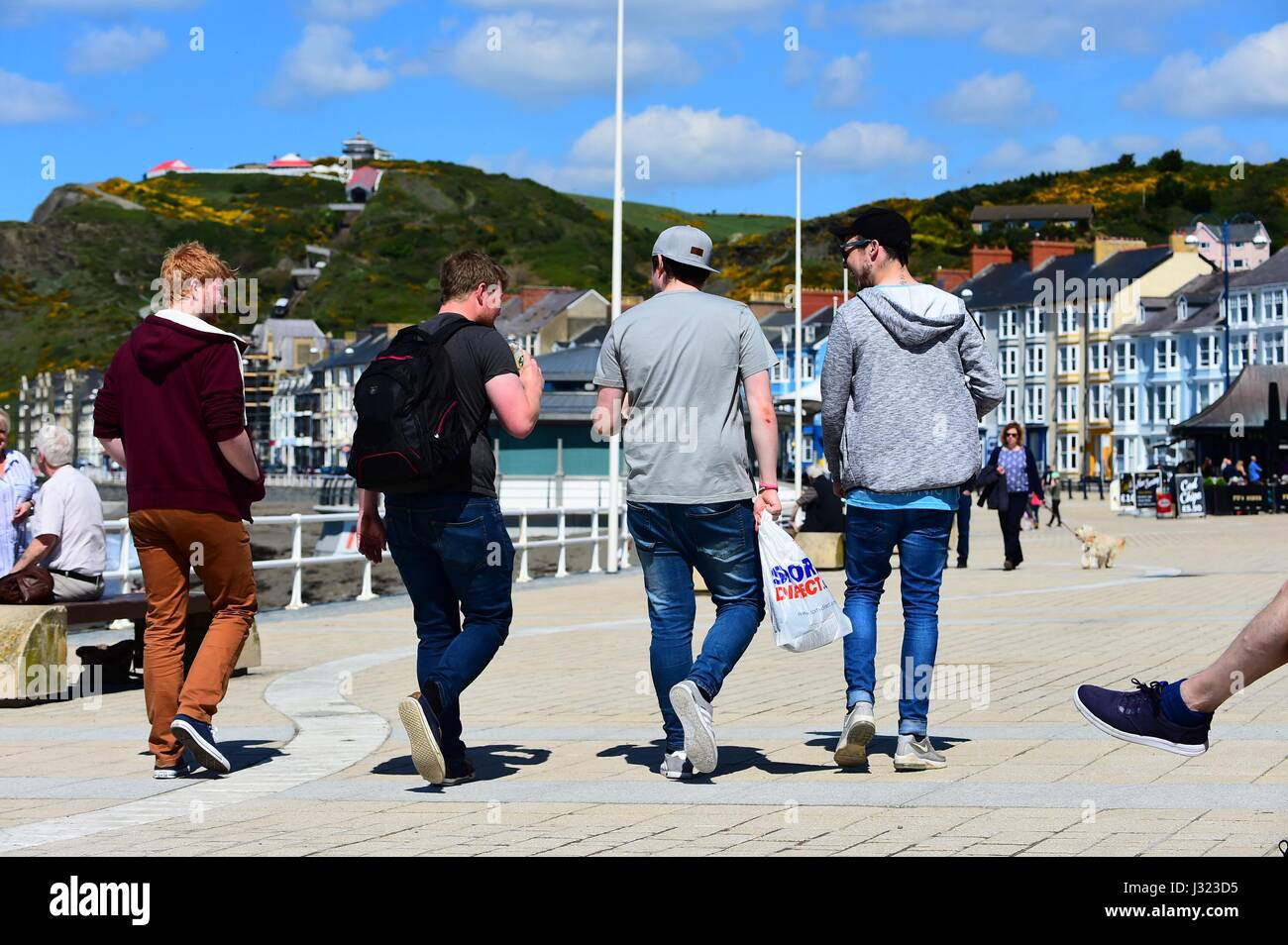 Aberystwyth, Wales, UK. 2nd May, 2017. UK Weather: People enjoying a glorious blue skies and a warm sunny spring - Stock Image