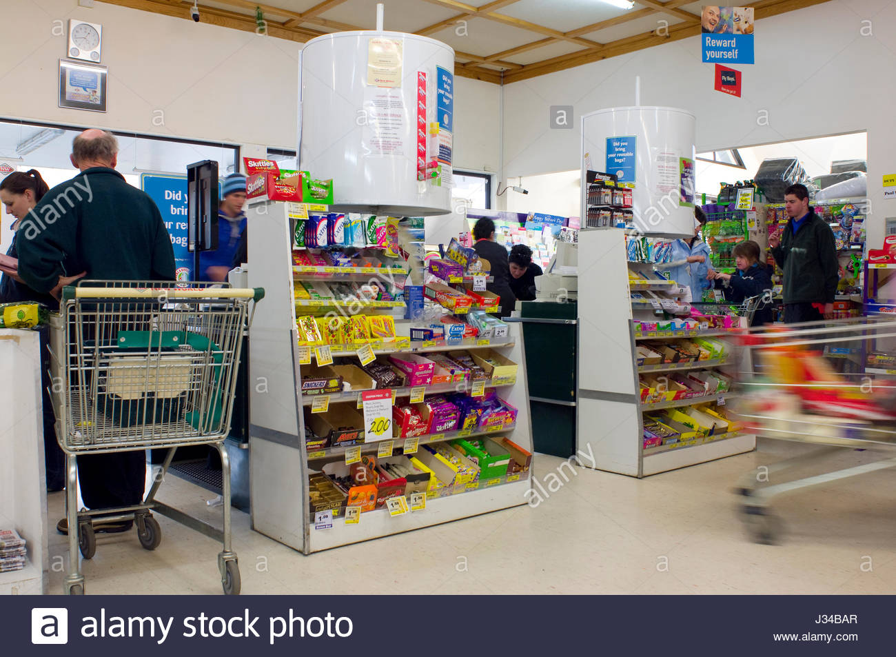 an analysis of the checkout line at the grocery store It's less than a month into 2018 — and while technology hasn't advanced to the point where we're all zooming around in flying cars just yet, we do finally have checkout line-less grocery.