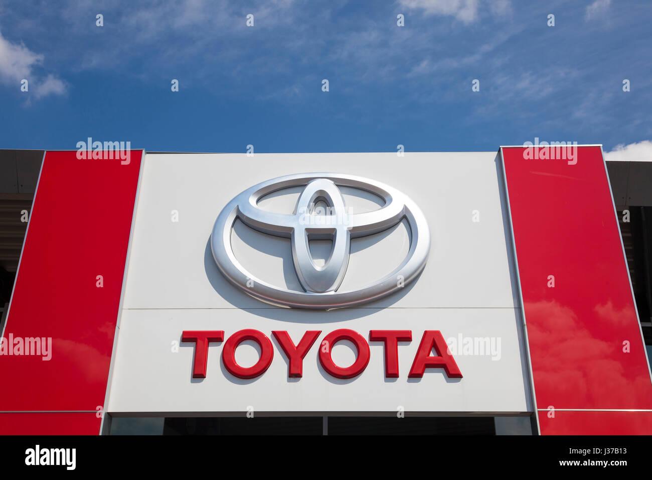 Big Lots Financing >> Toyota Dealership Stock Photos & Toyota Dealership Stock Images - Alamy