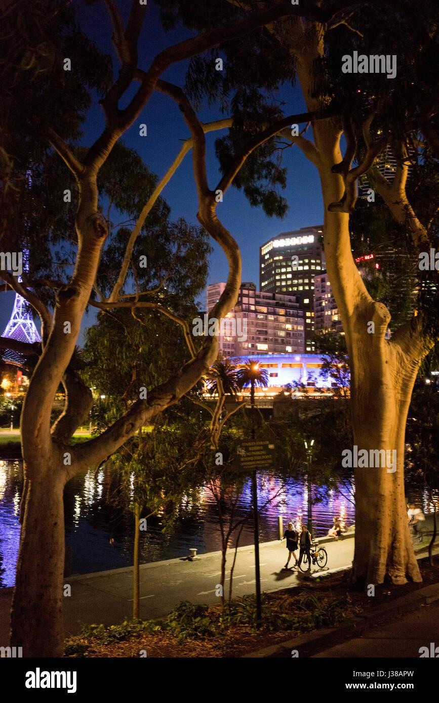 City scene across the Yarra river in Melbourne Australia at night - Stock-Bilder
