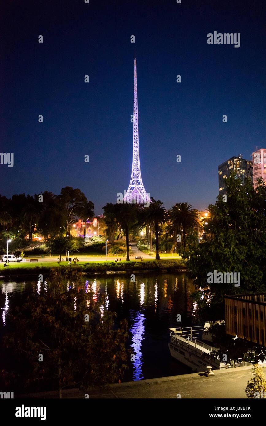 The radio tower in Melbourne Australia beside the Yarra river at night - Stock-Bilder