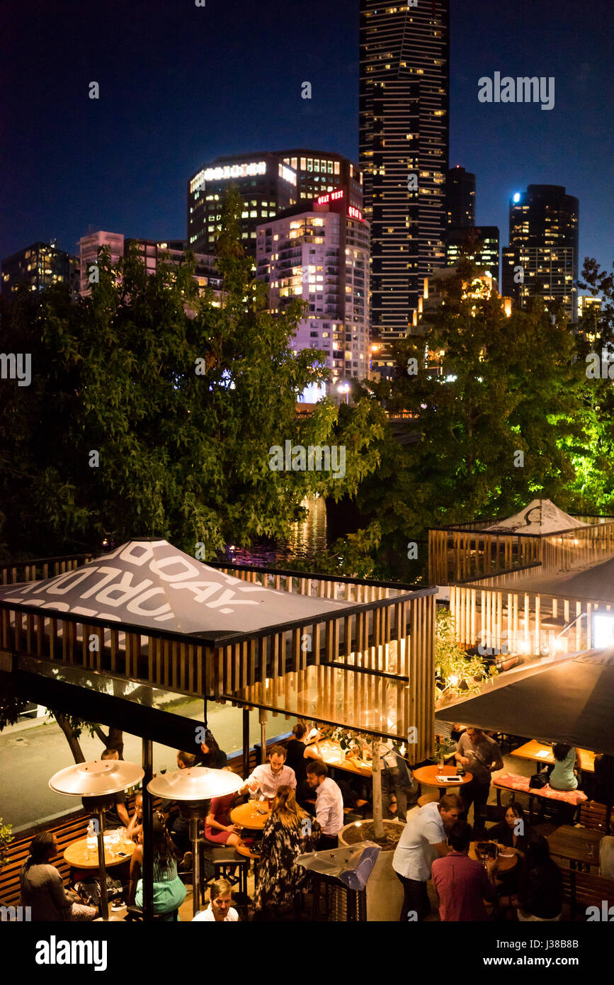People relaxing in a restaurant in Melbourne at night - Stock-Bilder