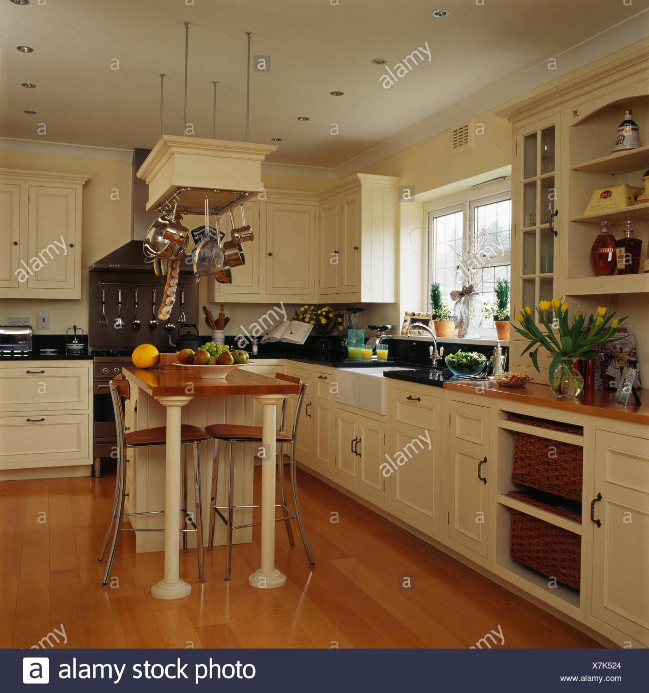 Small Country Kitchen With Island: Small Country Kitchens Domestic Stock Photos & Small