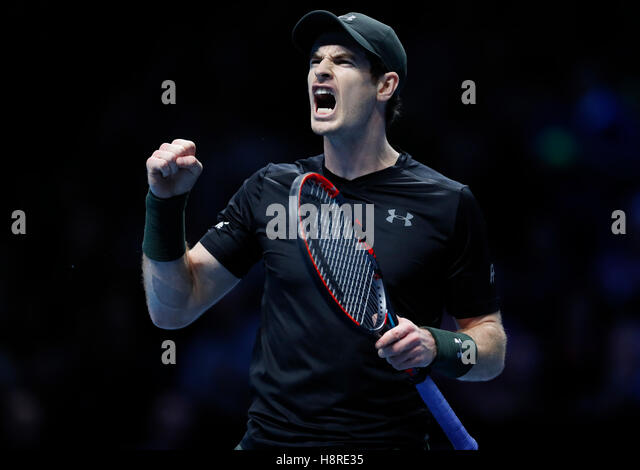 London, Britain. 16th Nov, 2016. Andy Murray of Britain reacts in the group match with Kei Nishikori of Japan at - Stock-Bilder