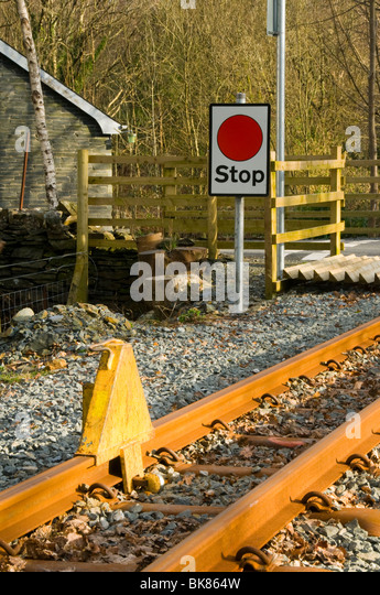Stop chock or stop block and sign at a level crossing, Welsh Highland Railway, Nantmor, Snowdonia, North Wales, - Stock Image
