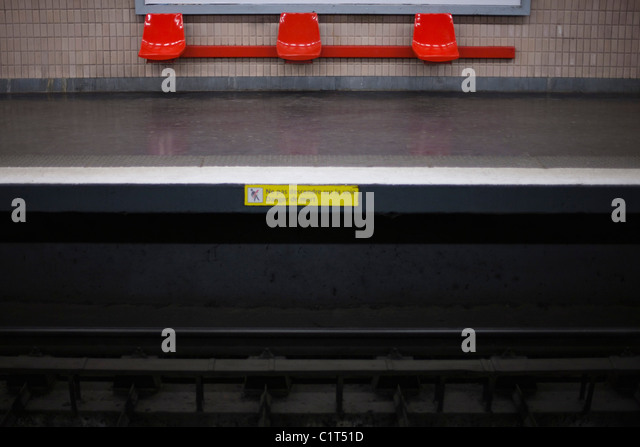 Empty subway platform - Stock Image