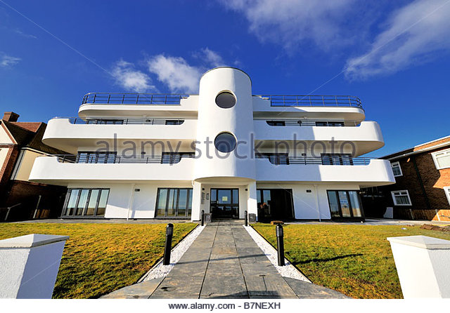 A new block of flats at Frinton-on-Sea built in the Art Deco style - Stock Image