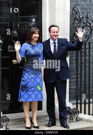 London, UK. 08th May, 2015. General Election 2015 David and Samantha Cameron on the steps of number ten Downing - Stock Image