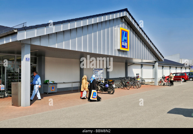 aldi is a german based discount retailer chain marketing essay Most accounts claiming that there is a distinctive 'german model' have focused on manufacturing industries less attention has been paid to the service sector, in part because of the claim that many services are not exposed to the international economy.