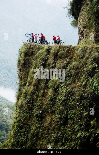 Mountain biker group enjoying a downhill ride on the Death Road near La Paz, Bolivia. - Stock-Bilder