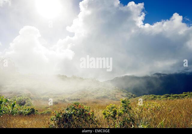USA, Hawaii, Maui, West Maui Mountains with clouds as seen from Waihee Ridge Trail - Stock Image