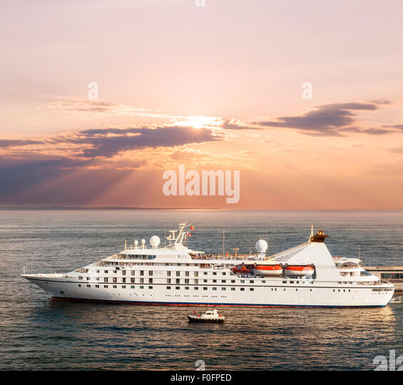 Deluxe ship stock photos deluxe ship stock images alamy for Luxury small cruise lines