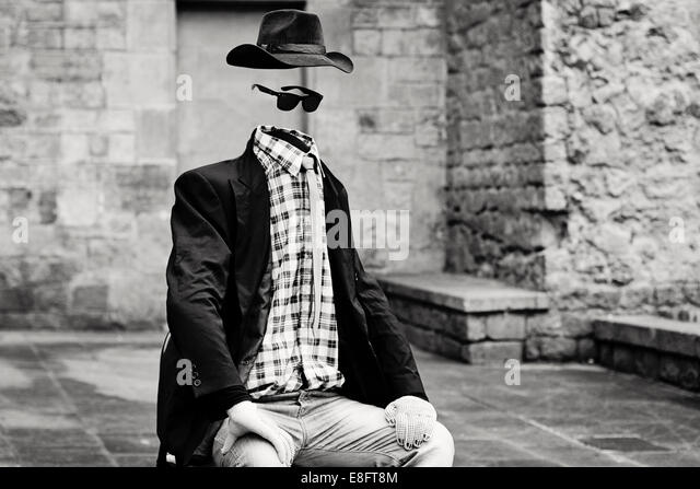 Spain, Barcelona, Invisible man, statue in Gothic area - Stock Image