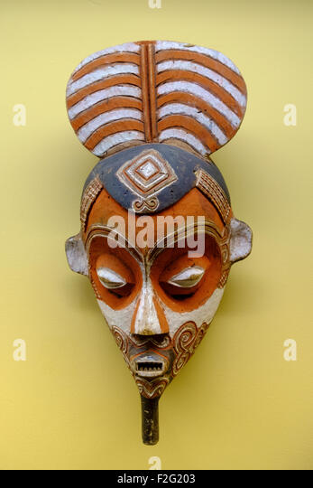 wooden mask statue - Stock-Bilder