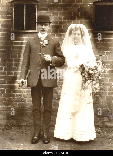 Portrait photograph of father and bride - Stock-Bilder