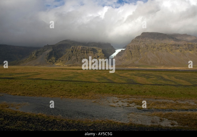Glacier streaming down from mountains in souther Iceland, along the ring road, Route 1 - Stock Image
