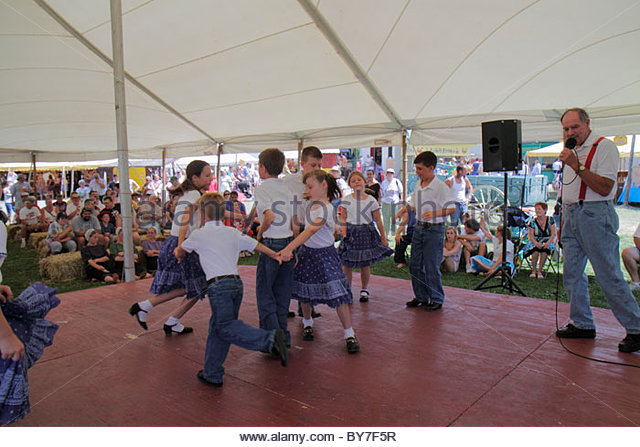 Pennsylvania Kutztown Kutztown Folk Festival Pennsylvania Dutch folklife heritage Lester Miller Family Dancers performance - Stock Image