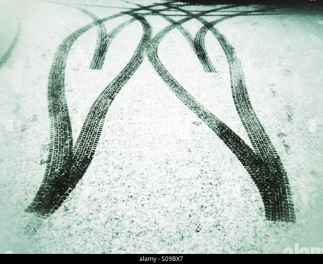 Tyre tracks in the snow forming a double heartshape. Love <3 winter! - Stock Image