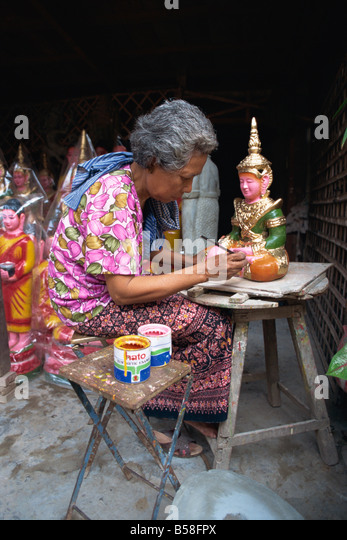 A woman painting artifacts for temples destroyed by the Khymer Rouge in Phnom Penh Cambodia Asia G Hellier - Stock Image