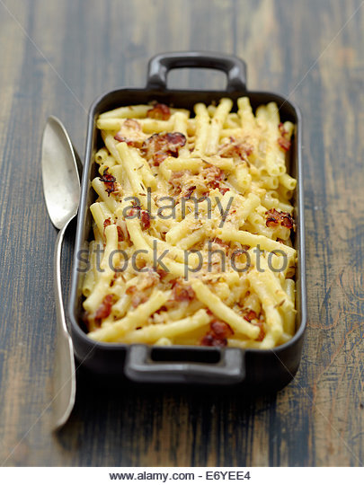 Macaronis,streaky bacon and gouda cheese-topped dish - Stock Image