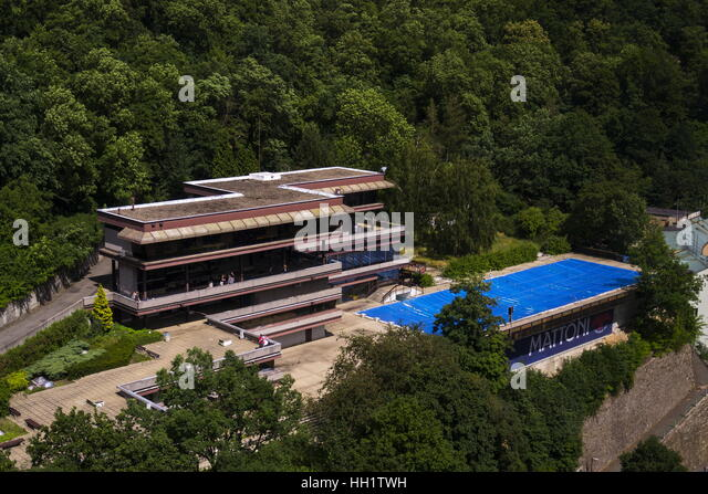 People by hotel Thermal pool during Karlovy Vary international film festival on July 3, 2016 in Karlovy Vary, Czech - Stock-Bilder