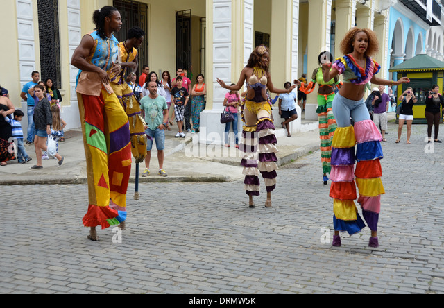 Street entertainers in Plaza Vieja, Havana, Cuba - Stock Image