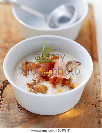 ... di castagne (Chestnut soup with croutons and bacon) - Stock Image