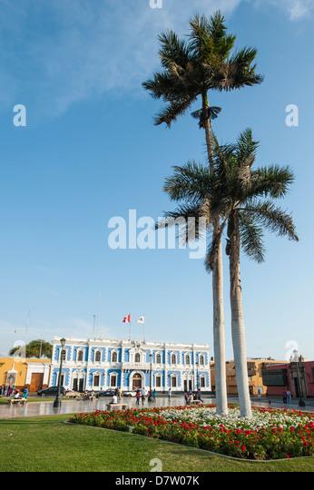 Municipal offices opposite Plaza de Armas, Trujillo, Peru, South America - Stock-Bilder