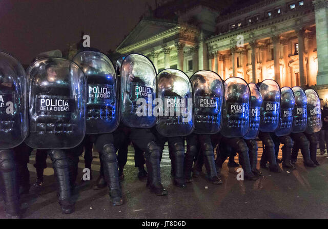 Buenos Aires, Argentina. 7th Aug, 2017. Aug 7, 2017 - Buenos Aires, Argentina - A violent group that broke away - Stock Image