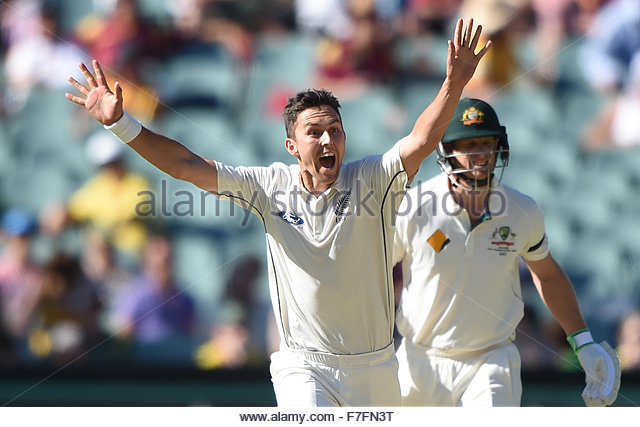 29.11.2015. Adelaide, Australia.  Trent Boult celebrates the dismissal of Steve Smith during day 3 of the 3rd cricket - Stock-Bilder